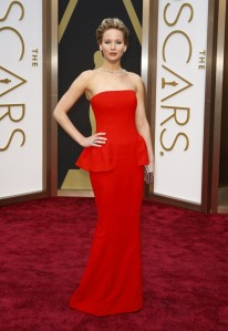 441098-oscars-2014-red-carpet-moments-jennifer-lawrence-1