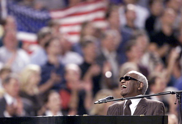 TV - World Series, Ray Charles 2 - 20011028.jpg