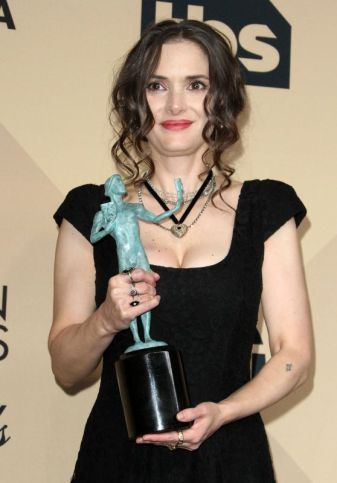 winona-ryder-sag-awards-in-los-angeles-1-29-2017-1_thumbnail